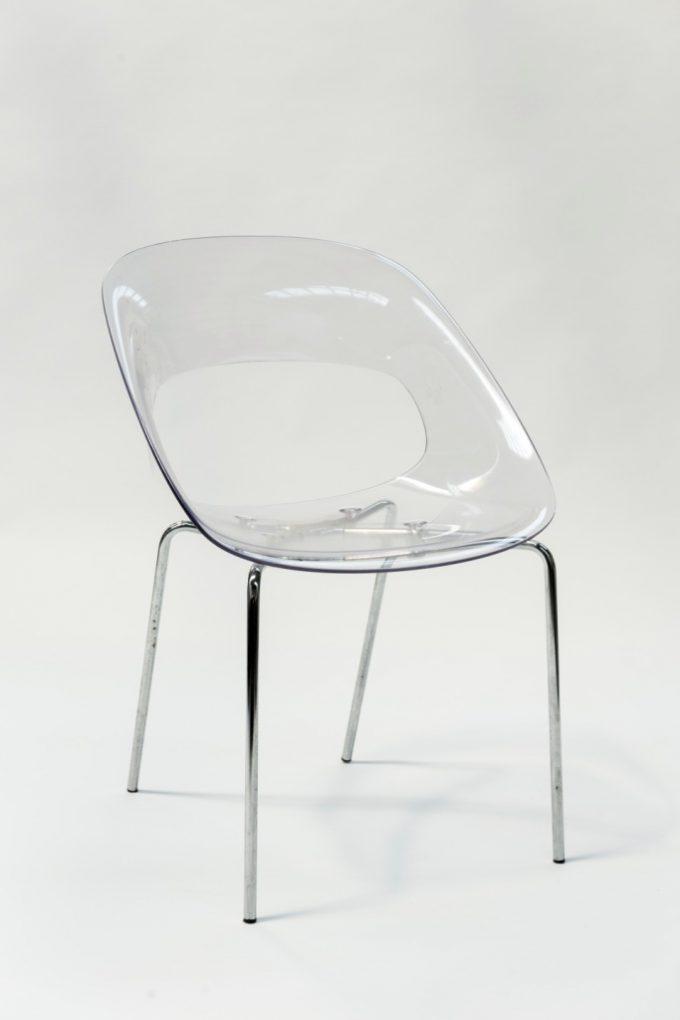 Kaviarenská stolička, priesvitné antikorové nohy
