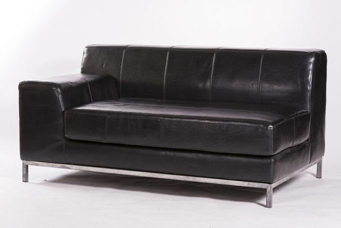 Kožená sofa 2-ka bez operadla, čierna