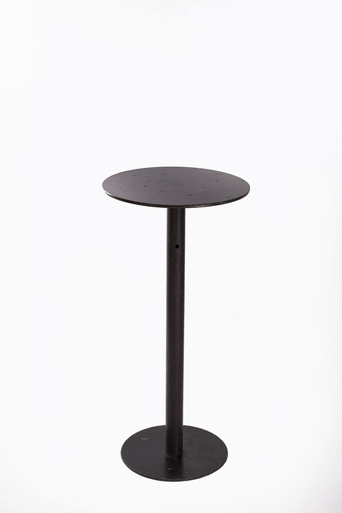 Stand by stôl, tmavá doska bez obrusu