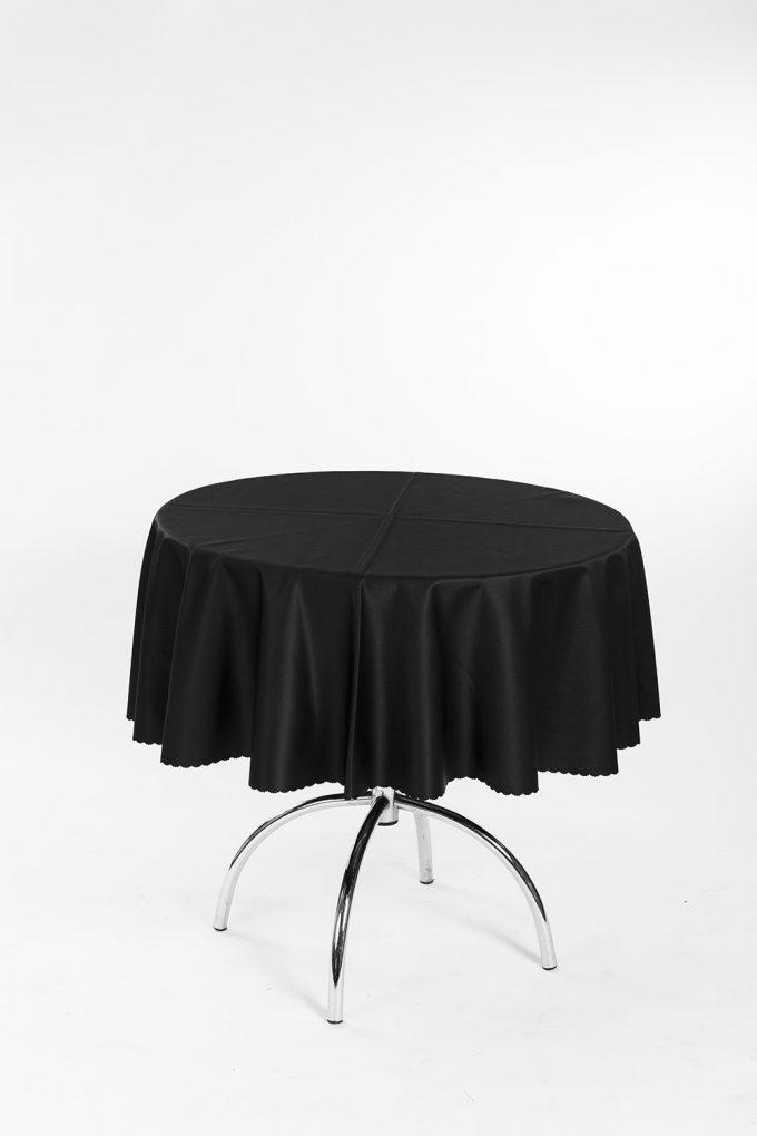 Kaviarenský stôl s čiernym obrusom