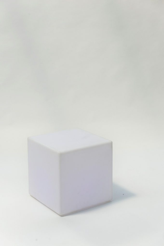 Svietiaca rgb biela kocka
